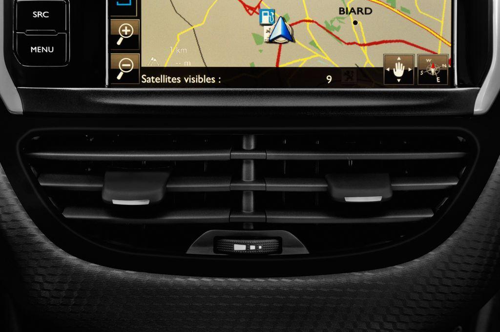 Peugeot 2008 Allure SUV (2013 - heute) 5 Türen Lüftung