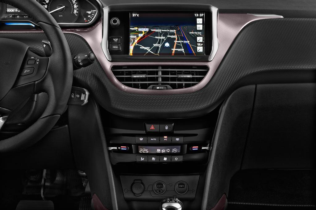 Peugeot 2008 Active SUV (2013 - heute) 5 Türen Mittelkonsole