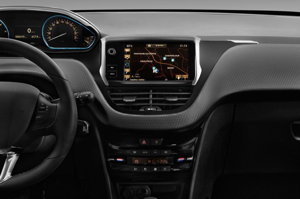 Peugeot 2008 Allure SUV (2013 - heute) 5 Türen Mittelkonsole