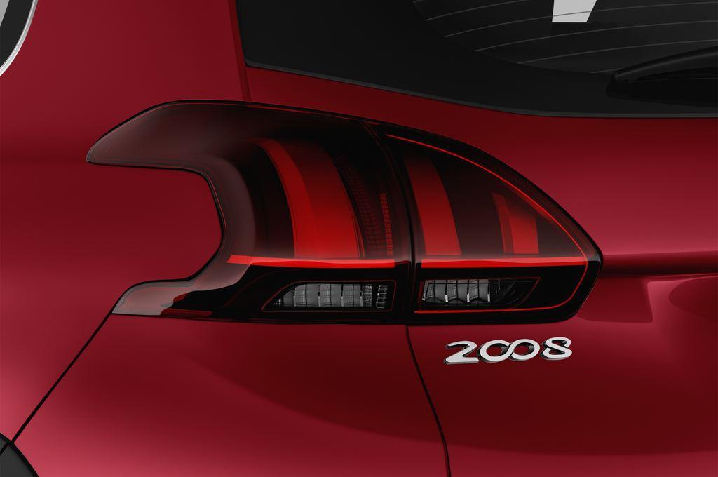 Peugeot 2008 Allure SUV (2013 - heute) 5 Türen Rücklicht