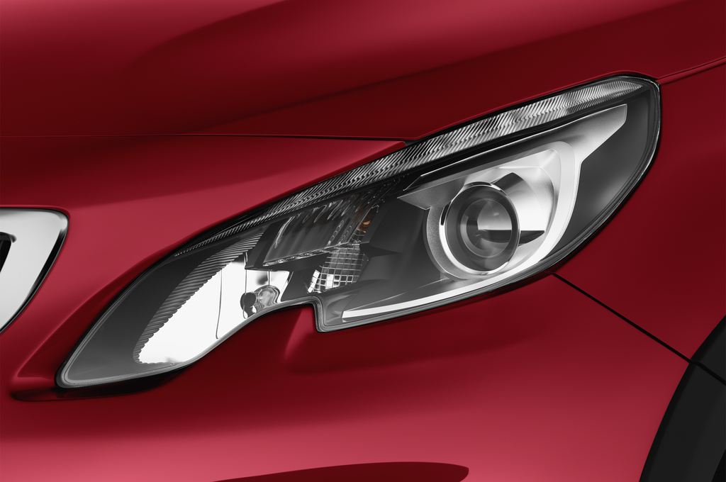 Peugeot 2008 Allure SUV (2013 - heute) 5 Türen Scheinwerfer