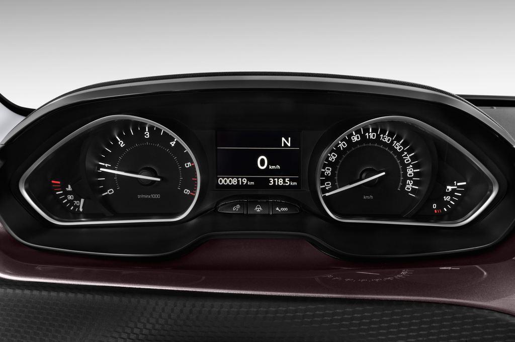 Peugeot 2008 Active SUV (2013 - heute) 5 Türen Tacho und Fahrerinstrumente