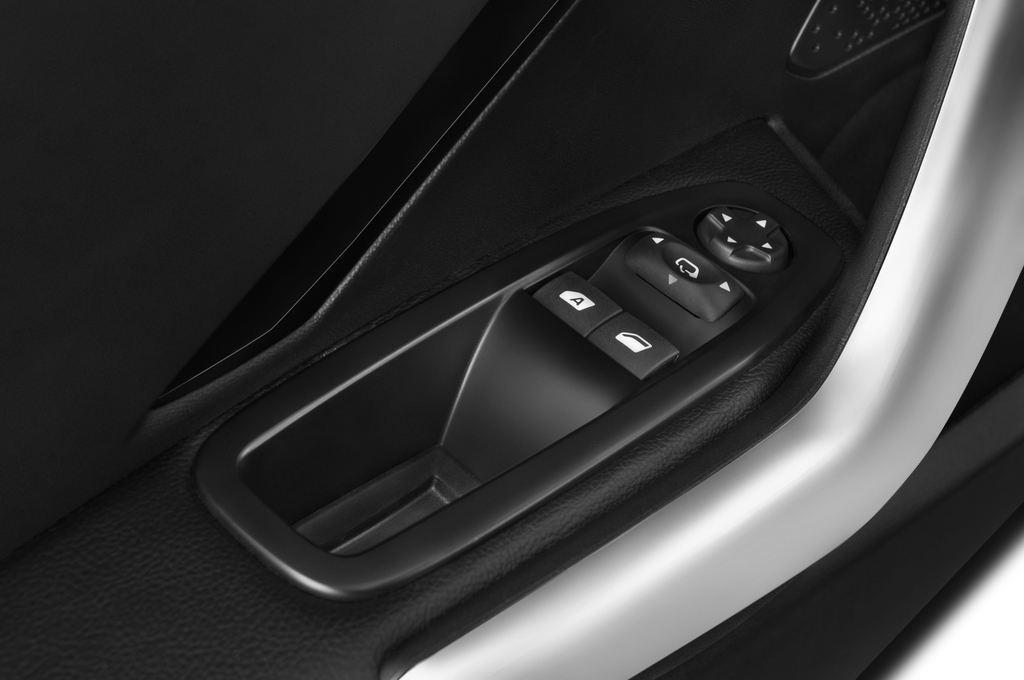 Peugeot 208 Allure Kleinwagen (2012 - heute) 3 Türen Bedienungselemente Tür