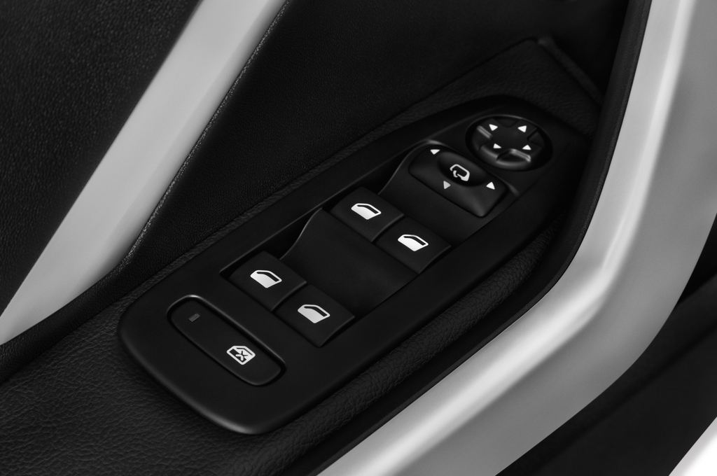 Peugeot 208 Allure Kleinwagen (2012 - heute) 5 Türen Bedienungselemente Tür