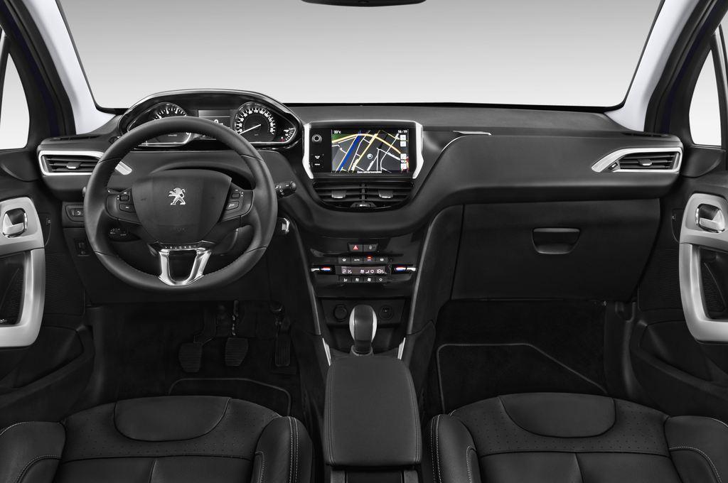 Peugeot 208 Allure Kleinwagen (2012 - heute) 3 Türen Cockpit und Innenraum