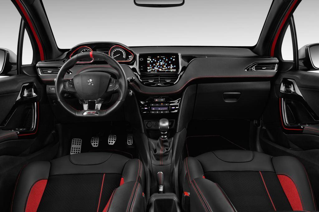 Peugeot 208 GTI Kleinwagen (2012 - heute) 3 Türen Cockpit und Innenraum