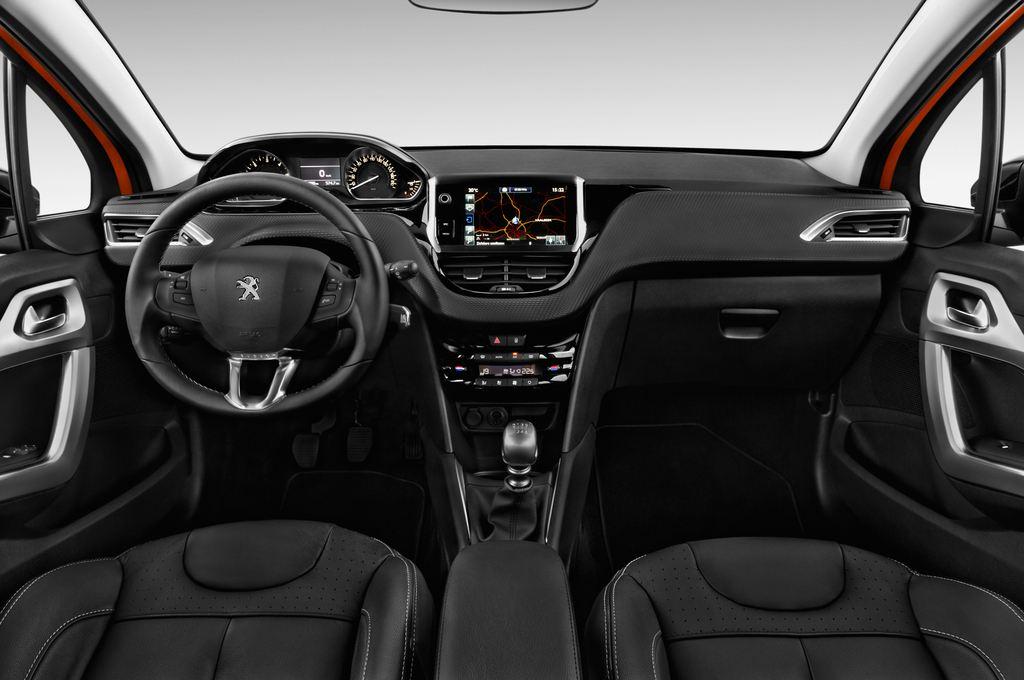 Peugeot 208 Allure Kleinwagen (2012 - heute) 5 Türen Cockpit und Innenraum