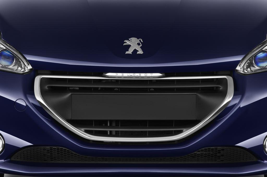 Peugeot 208 Allure Kleinwagen (2012 - heute) 3 Türen Kühlergrill und Scheinwerfer