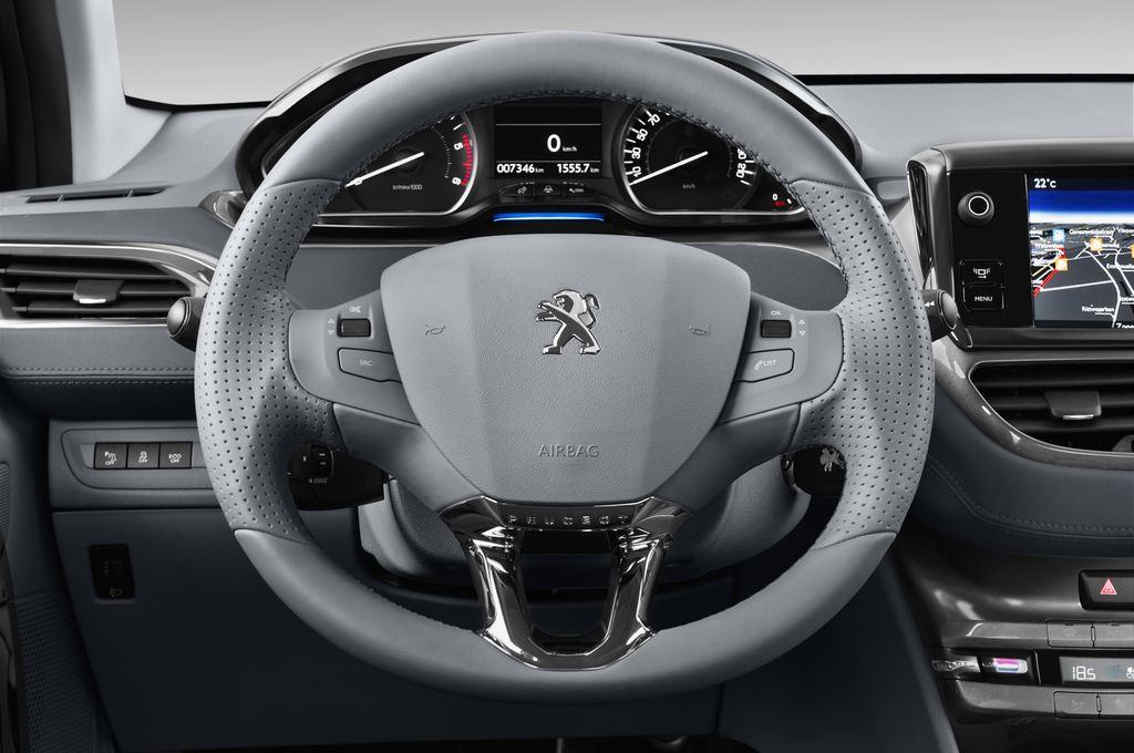 Peugeot 208 Allure Kleinwagen (2012 - heute) 5 Türen Lenkrad