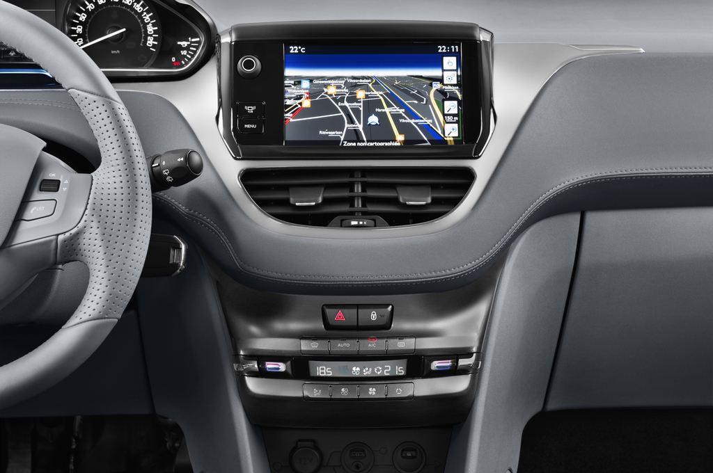 Peugeot 208 Allure Kleinwagen (2012 - heute) 5 Türen Mittelkonsole