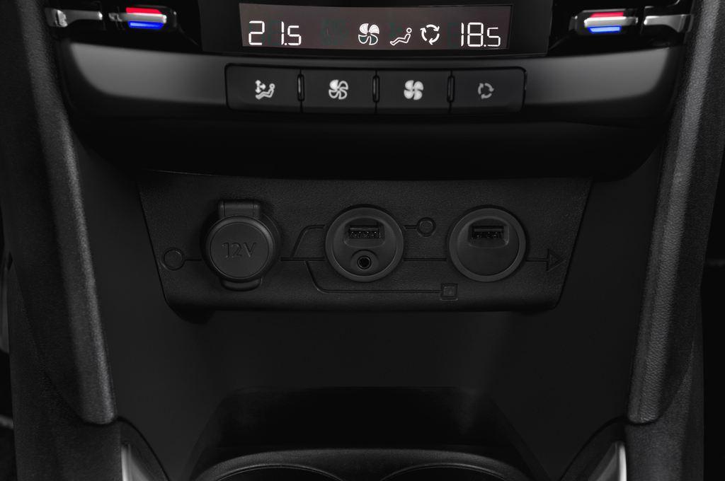 Peugeot 208 Allure Kleinwagen (2012 - heute) 3 Türen Radio und Infotainmentsystem