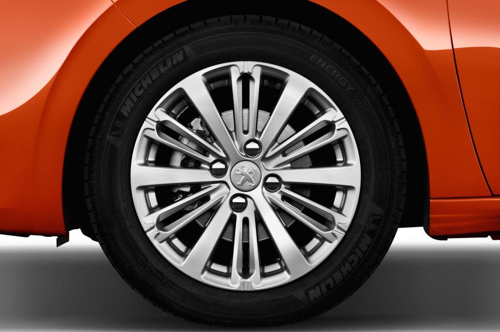 Peugeot 208 Allure Kleinwagen (2012 - heute) 5 Türen Reifen und Felge