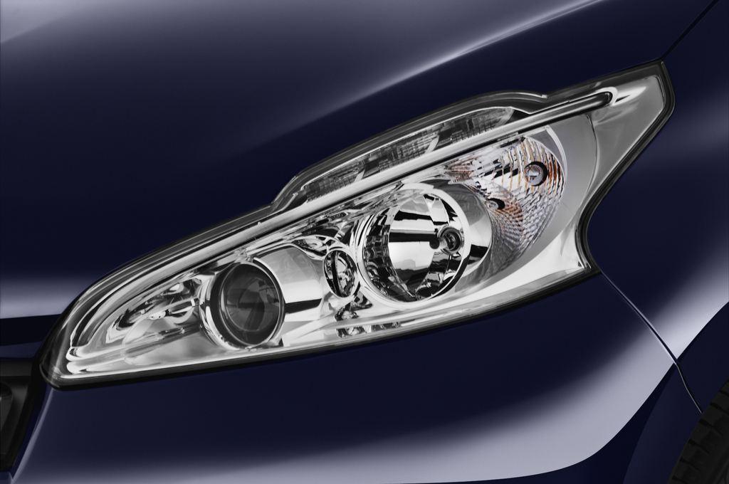 Peugeot 208 Allure Kleinwagen (2012 - heute) 3 Türen Scheinwerfer