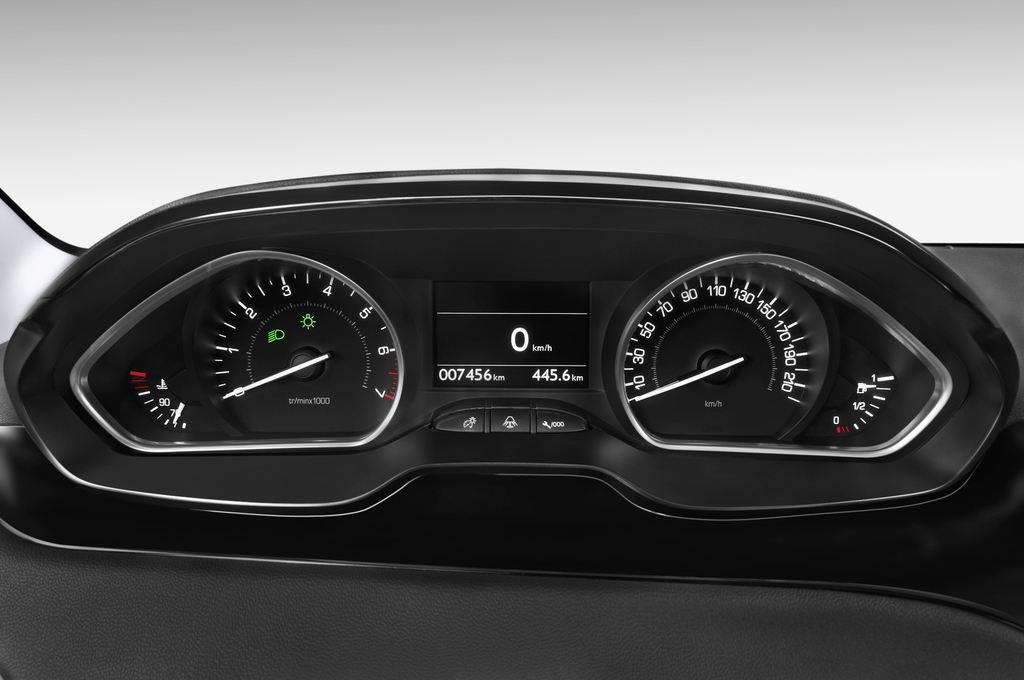 Peugeot 208 Allure Kleinwagen (2012 - heute) 3 Türen Tacho und Fahrerinstrumente