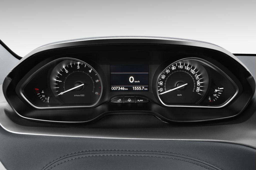 Peugeot 208 Allure Kleinwagen (2012 - heute) 5 Türen Tacho und Fahrerinstrumente