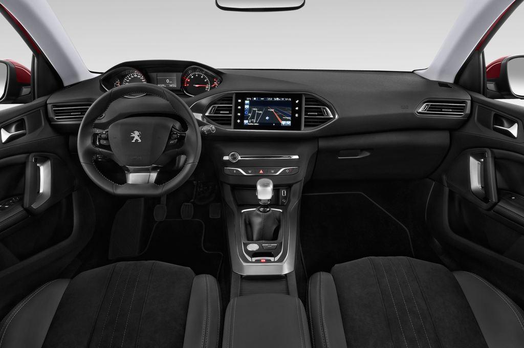 Peugeot 308 Allure Kombi (2014 - heute) 5 Türen Cockpit und Innenraum