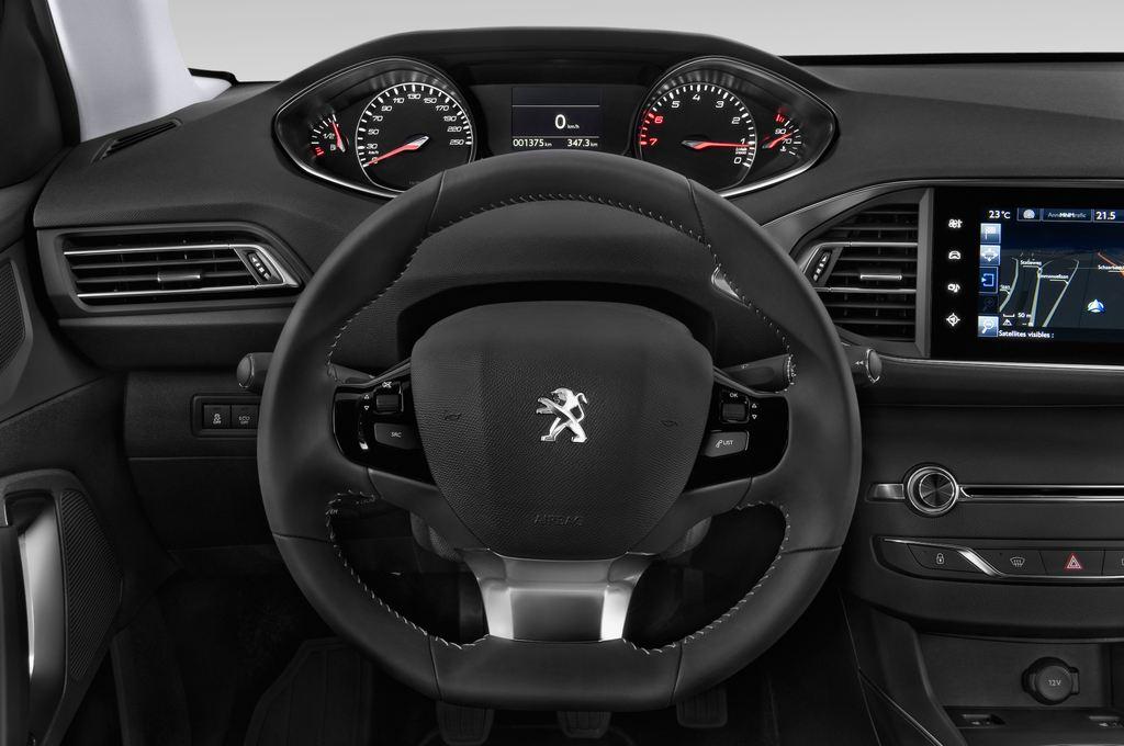 Peugeot 308 Allure Kombi (2014 - heute) 5 Türen Lenkrad