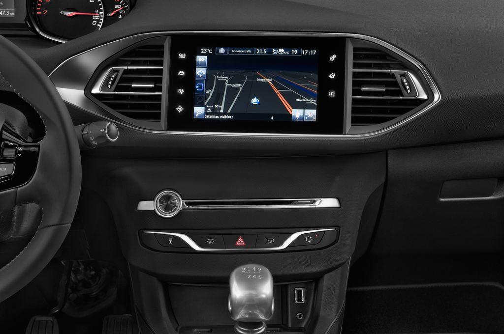 Peugeot 308 Allure Kombi (2014 - heute) 5 Türen Mittelkonsole