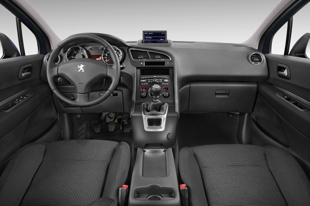 Peugeot 5008 Premium Van (2009 - 2017) 5 Türen Cockpit und Innenraum