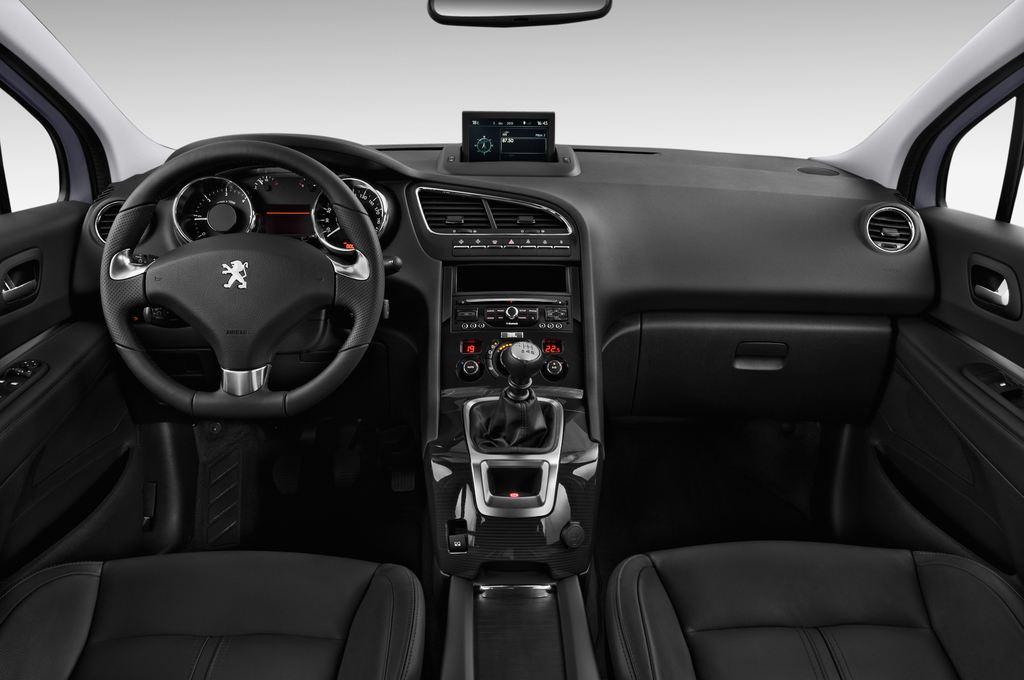 Peugeot 5008 Allure Van (2009 - 2017) 5 Türen Cockpit und Innenraum