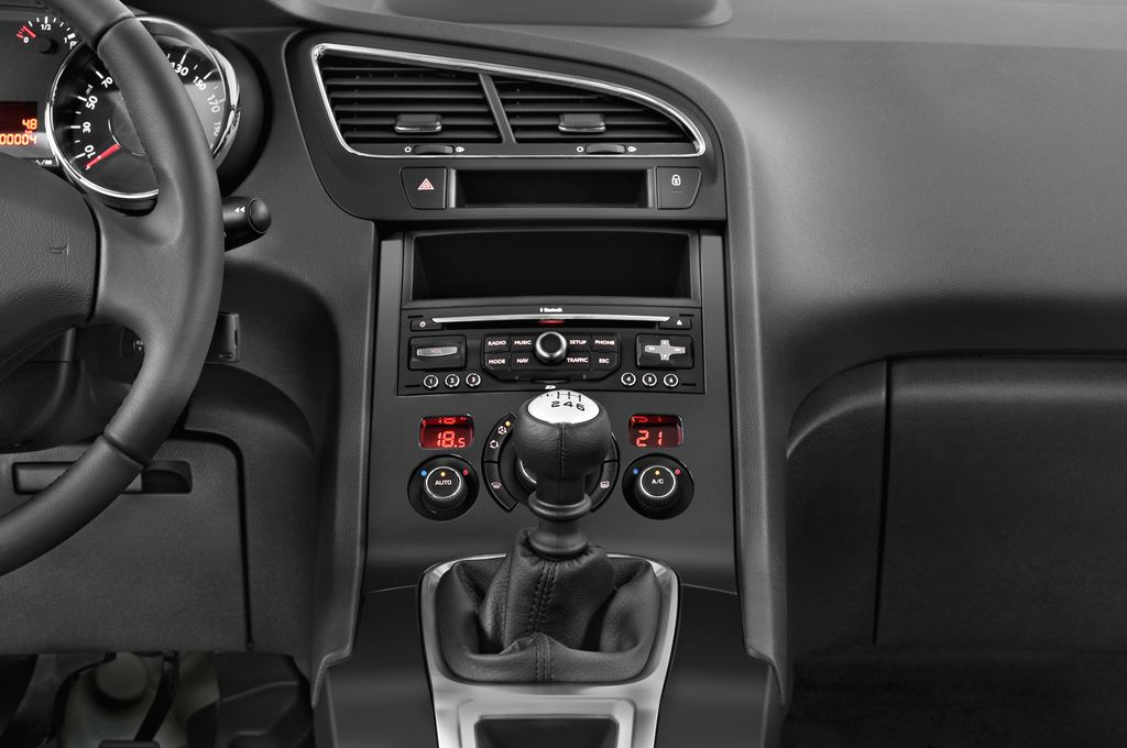 Peugeot 5008 Premium Van (2009 - 2017) 5 Türen Mittelkonsole