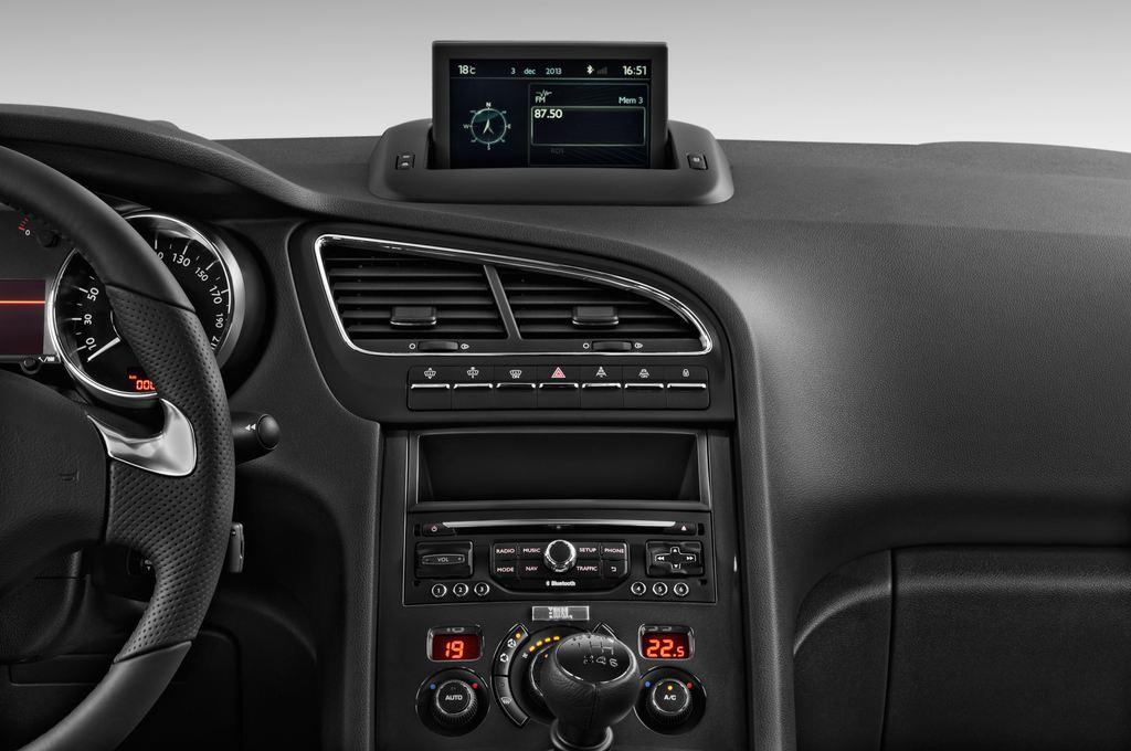 Peugeot 5008 Allure Van (2009 - 2017) 5 Türen Mittelkonsole