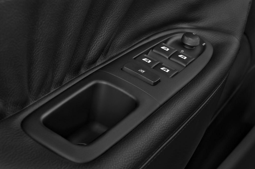 Peugeot 607 Platinum Limousine (2000 - 2010) 4 Türen Bedienungselemente Tür
