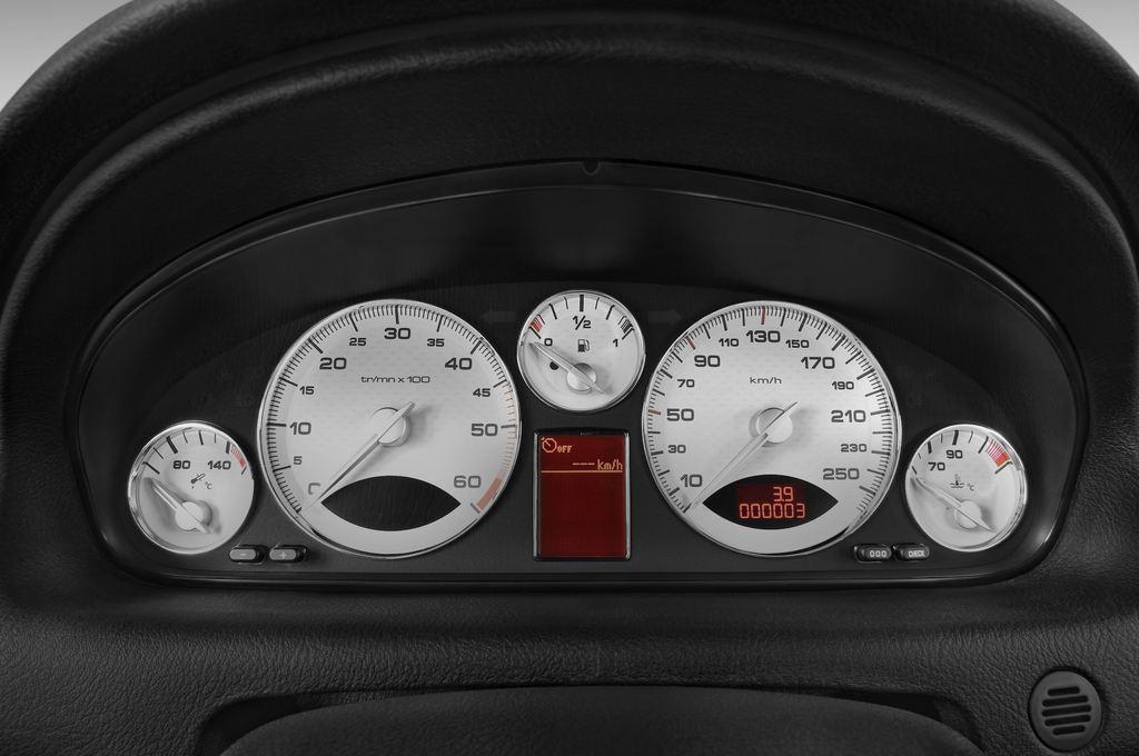 Peugeot 607 Platinum Limousine (2000 - 2010) 4 Türen Tacho und Fahrerinstrumente