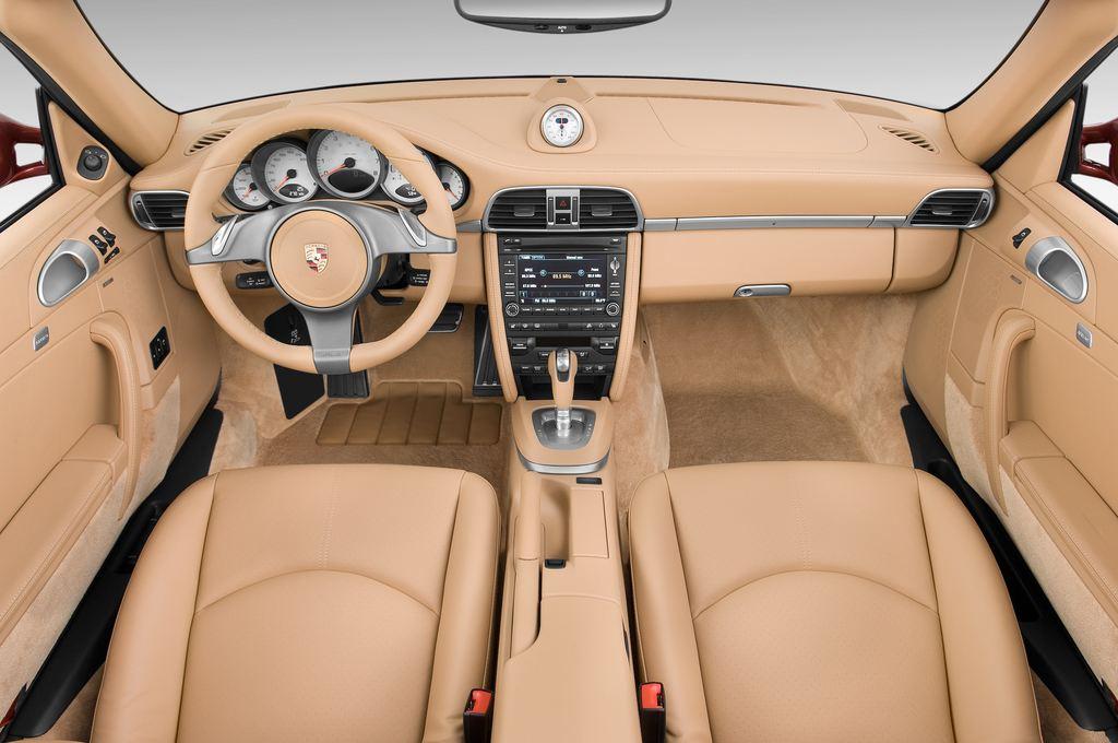 Porsche 911 Carrera 4S Cabrio (2004 - 2011) 2 Türen Cockpit und Innenraum