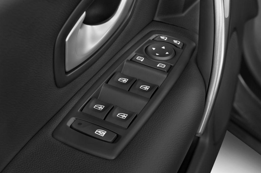Renault Laguna Privil�ge Kombi (2007 - 2015) 5 Türen Bedienungselemente Tür