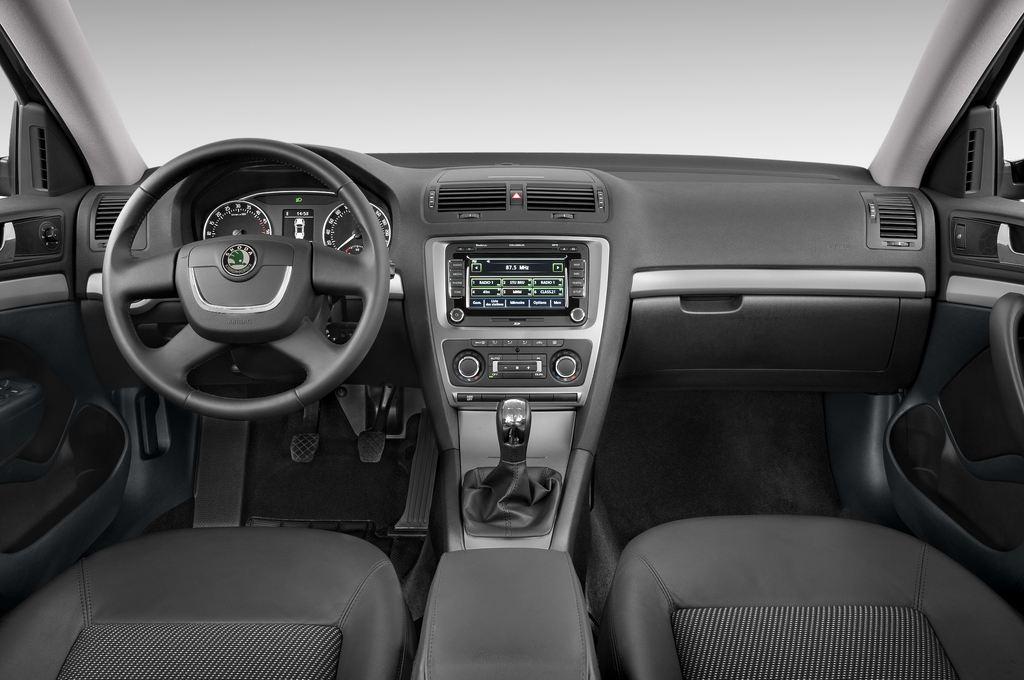 Skoda Octavia Elegance Kombi (2004 - 2013) 5 Türen Cockpit und Innenraum