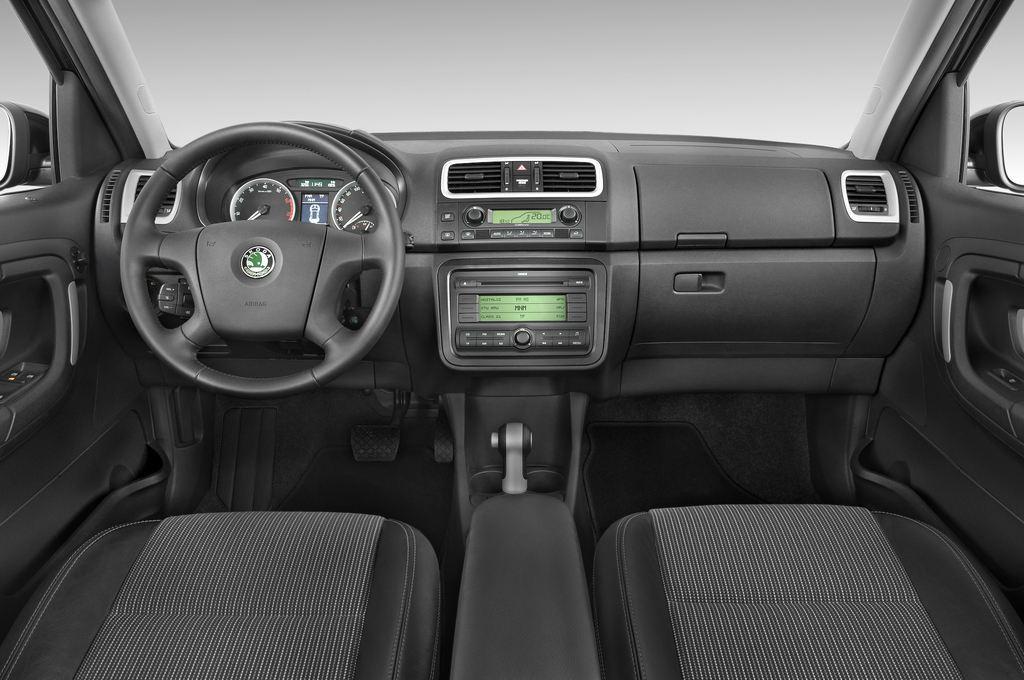 Skoda Roomster Comfort Transporter (2006 - 2015) 5 Türen Cockpit und Innenraum
