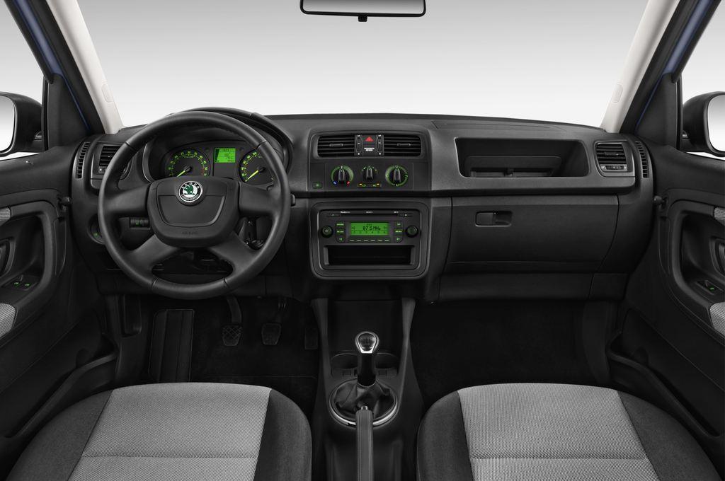 Skoda Roomster Active Transporter (2006 - 2015) 5 Türen Cockpit und Innenraum