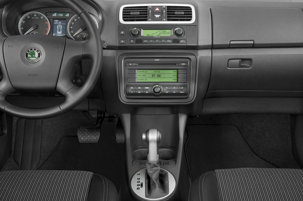 Skoda Roomster Comfort Transporter (2006 - 2015) 5 Türen Mittelkonsole
