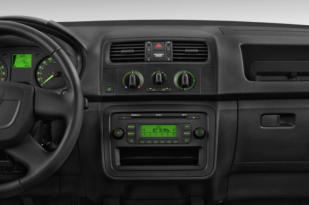 Skoda Roomster Active Transporter (2006 - 2015) 5 Türen Mittelkonsole