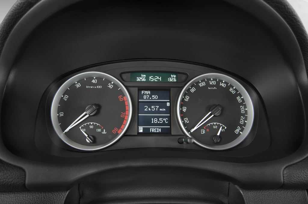 Skoda Roomster Comfort Transporter (2006 - 2015) 5 Türen Tacho und Fahrerinstrumente