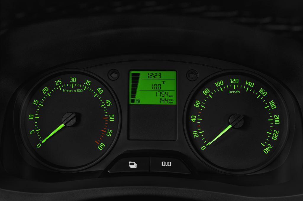 Skoda Roomster Active Transporter (2006 - 2015) 5 Türen Tacho und Fahrerinstrumente