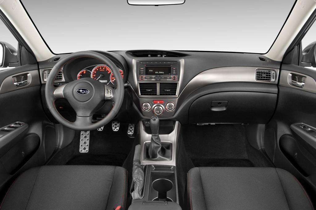 Subaru Impreza WRX STI Kombi (2000 - 2007) 5 Türen Cockpit und Innenraum