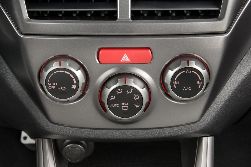 Subaru Impreza WRX STI Kombi (2000 - 2007) 5 Türen Temperatur und Klimaanlage