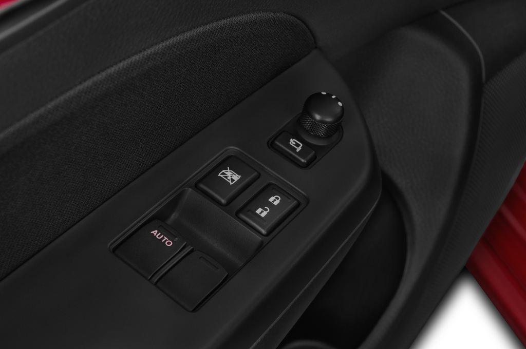 Suzuki Swift Sport Kleinwagen (2005 - 2011) 3 Türen Bedienungselemente Tür