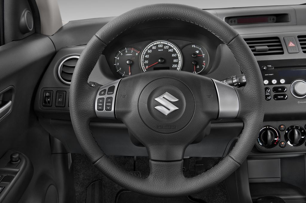 Suzuki Swift Comfort Kleinwagen (2005 - 2011) 5 Türen Lenkrad