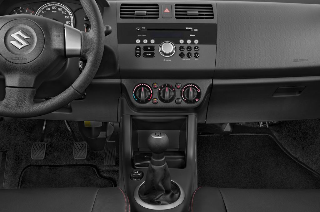 Suzuki Swift Comfort Kleinwagen (2005 - 2011) 5 Türen Mittelkonsole