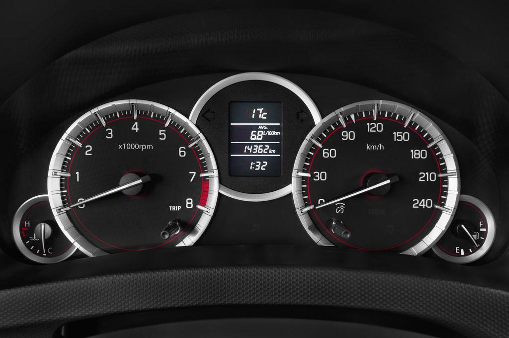 Suzuki Swift Sport Kleinwagen (2005 - 2011) 3 Türen Tacho und Fahrerinstrumente