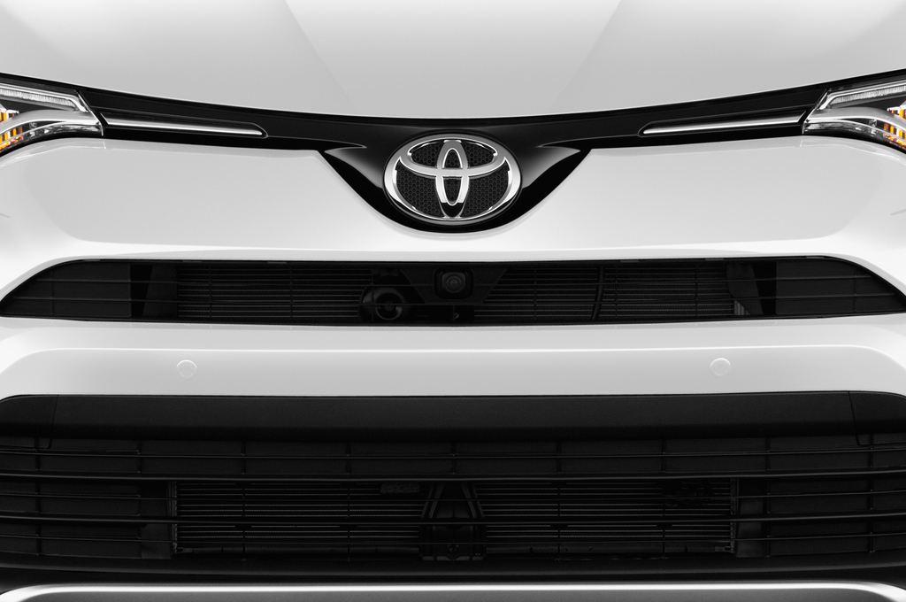 Toyota RAV 4 Edition SUV (2013 - heute) 5 Türen Kühlergrill und Scheinwerfer