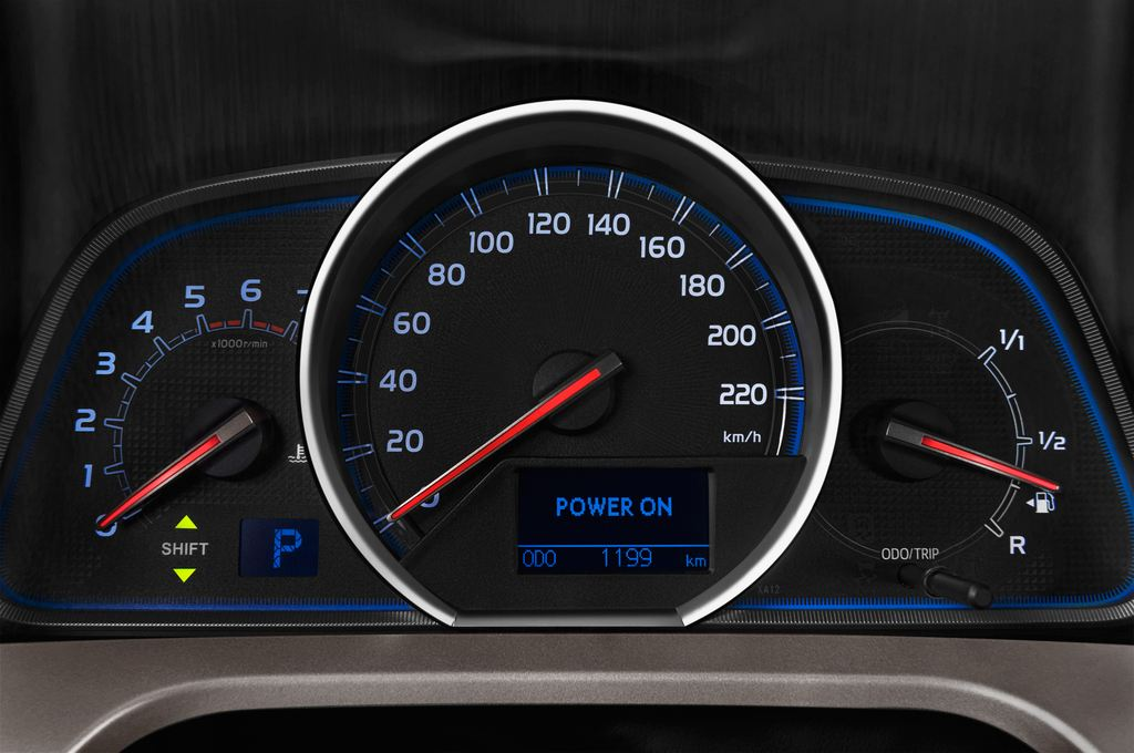 Toyota RAV 4 Comfort SUV (2013 - heute) 5 Türen Tacho und Fahrerinstrumente