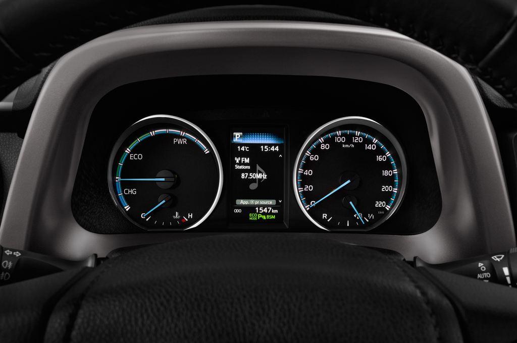 Toyota RAV 4 Executive SUV (2013 - heute) 5 Türen Tacho und Fahrerinstrumente