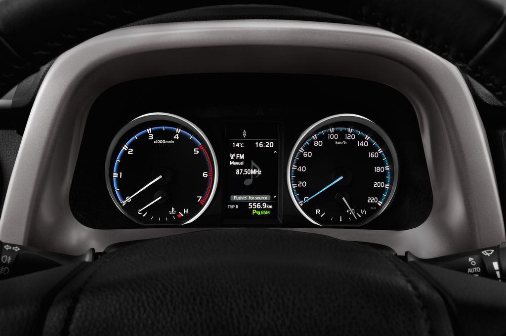 Toyota RAV 4 Edition SUV (2013 - heute) 5 Türen Tacho und Fahrerinstrumente