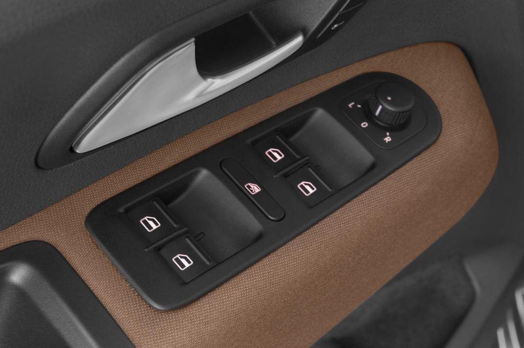 VW Amarok Trendline Pritsche (2010 - heute) 4 Türen Bedienungselemente Tür