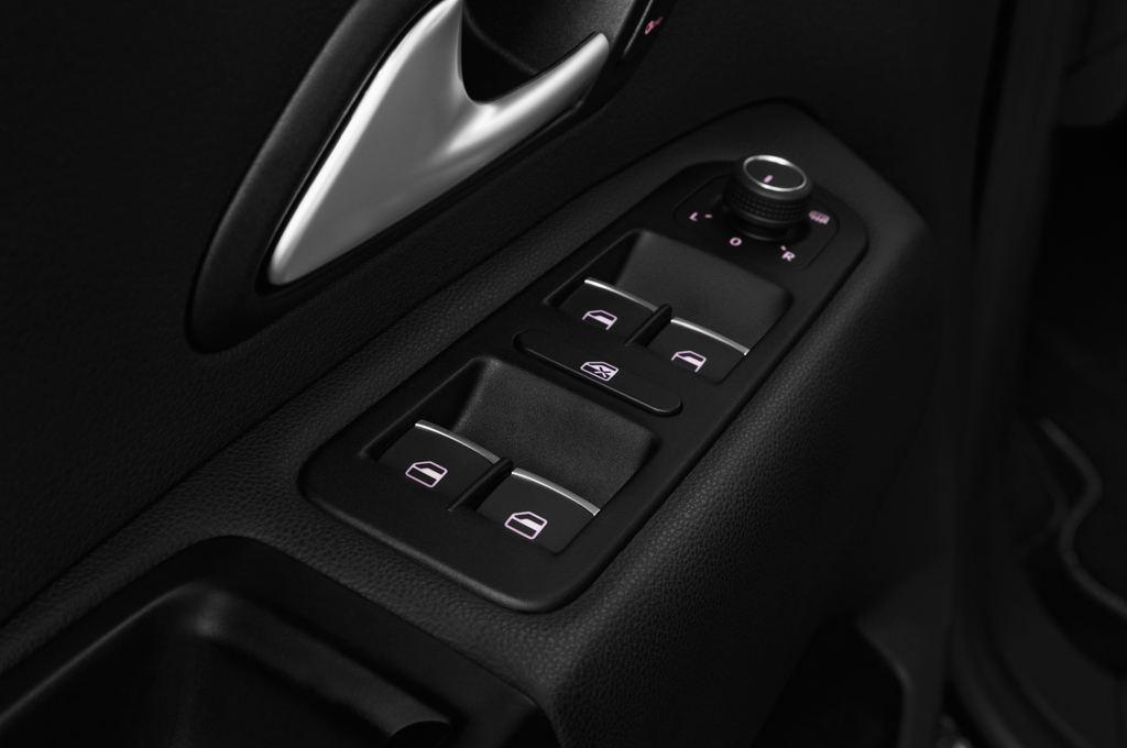 VW Amarok Aventura Pritsche (2010 - heute) 4 Türen Bedienungselemente Tür