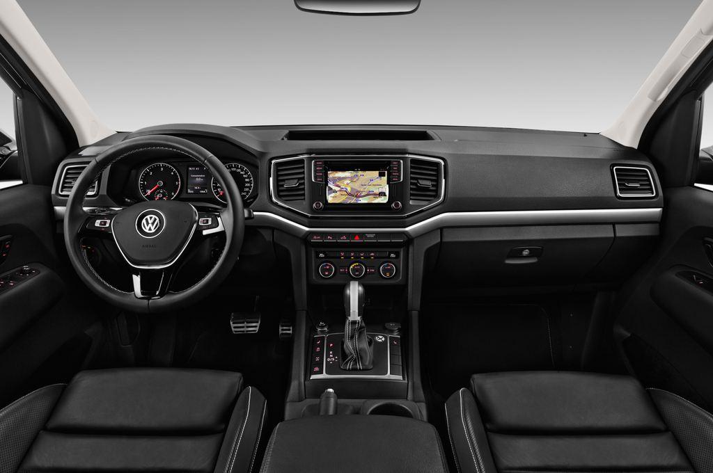 VW Amarok Aventura Pritsche (2010 - heute) 4 Türen Cockpit und Innenraum